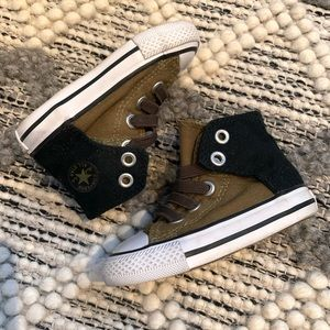CONVERSE HIGH TOPS TODDLER SIZE 4